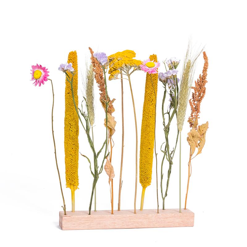 Flowerpost op houten staander